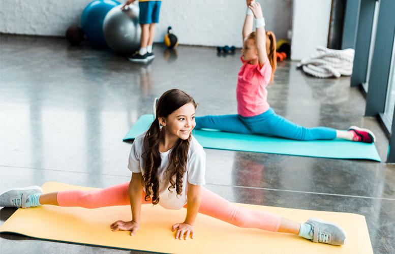 Mädchen turnt und findet die richte Sportart