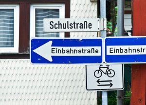 Rechte Radfahrer in der Einbahnstraße