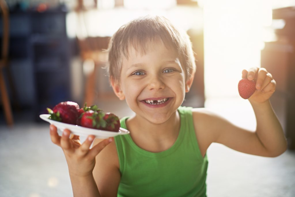 Ausflug, Kinder, Erdbeerpflücken
